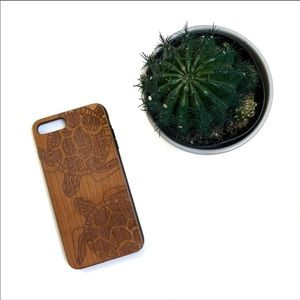 Accessories - Iphone 7+ / 8+ Turtle Engraved Wood Phone Case